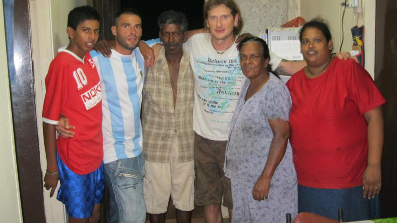 Con Xabi , Shila y su familia .