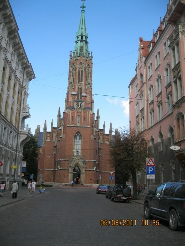 Paseando , en Riga .