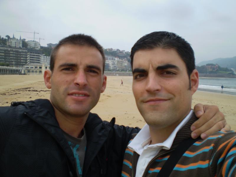 Con Sergio , en la Playa de la Concha , en San Sebastian .