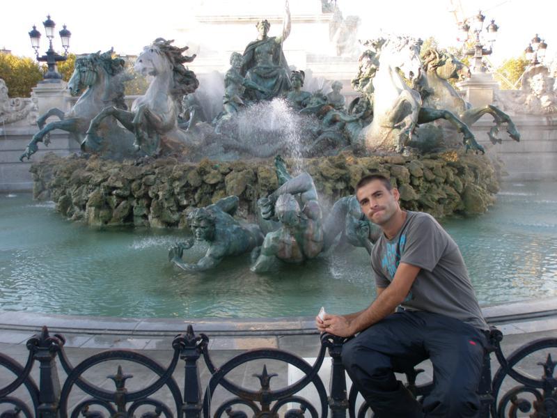 Haciendo turismo , en Burdeos .