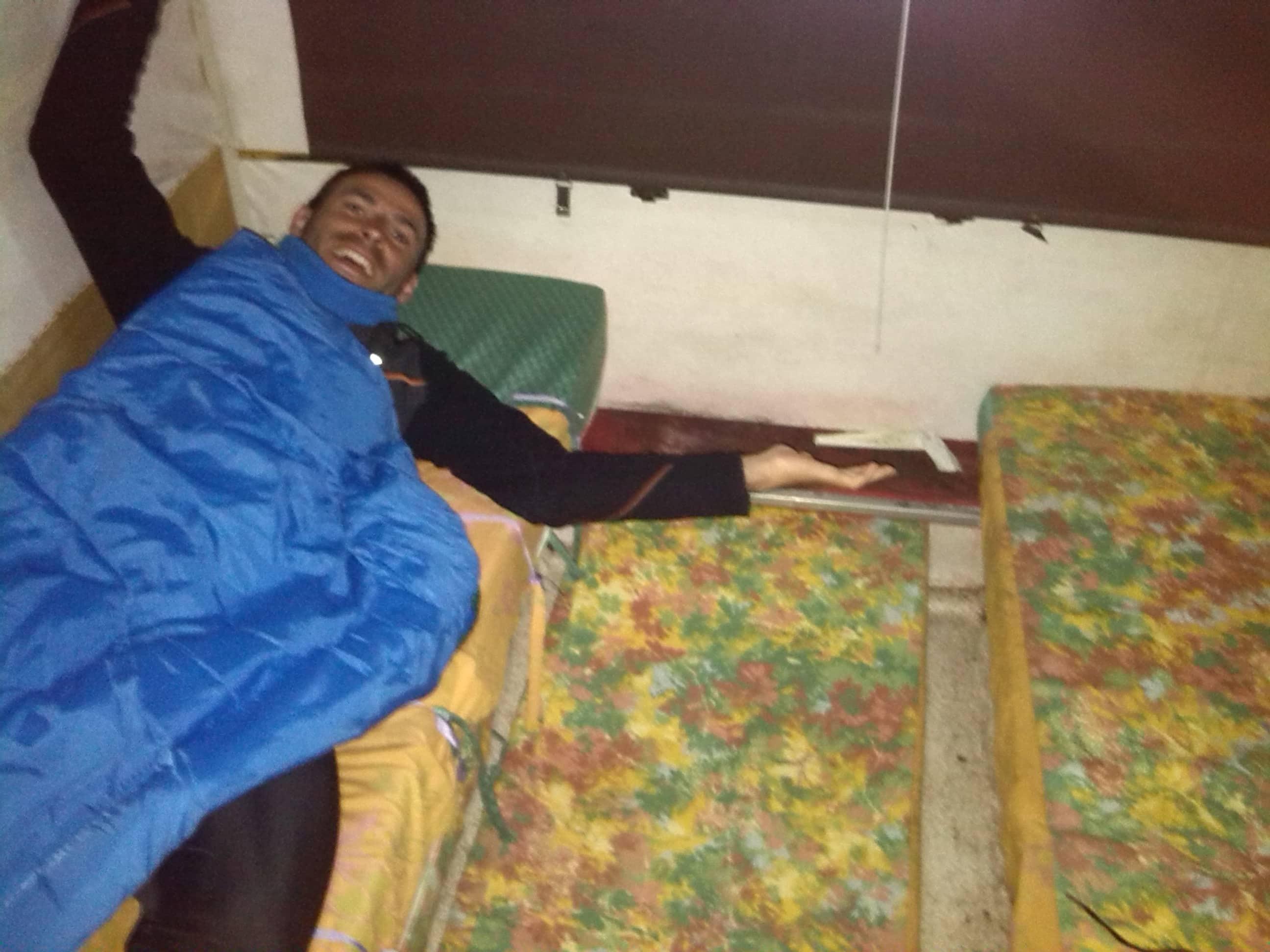 Durmiendo en una caravana .