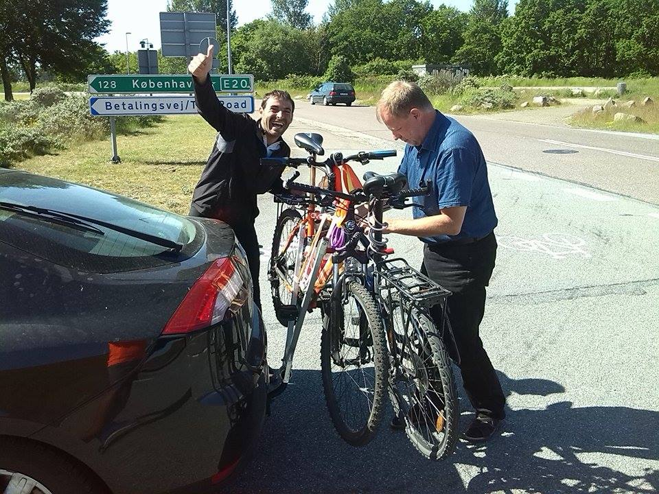 Traveling without money: Hitchhiking with my bike!