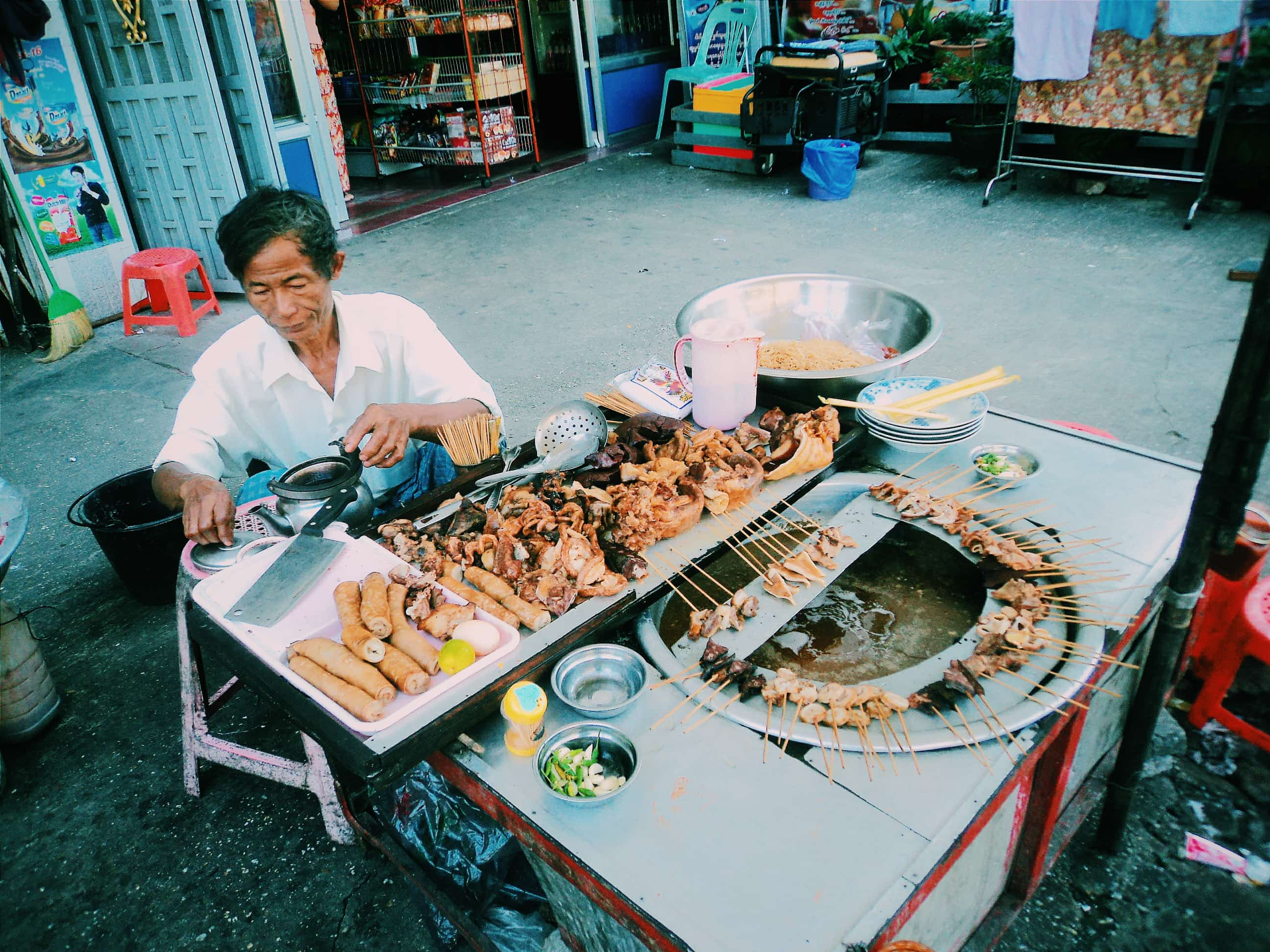 Barbecue. Travel Myanmar in a low budget.