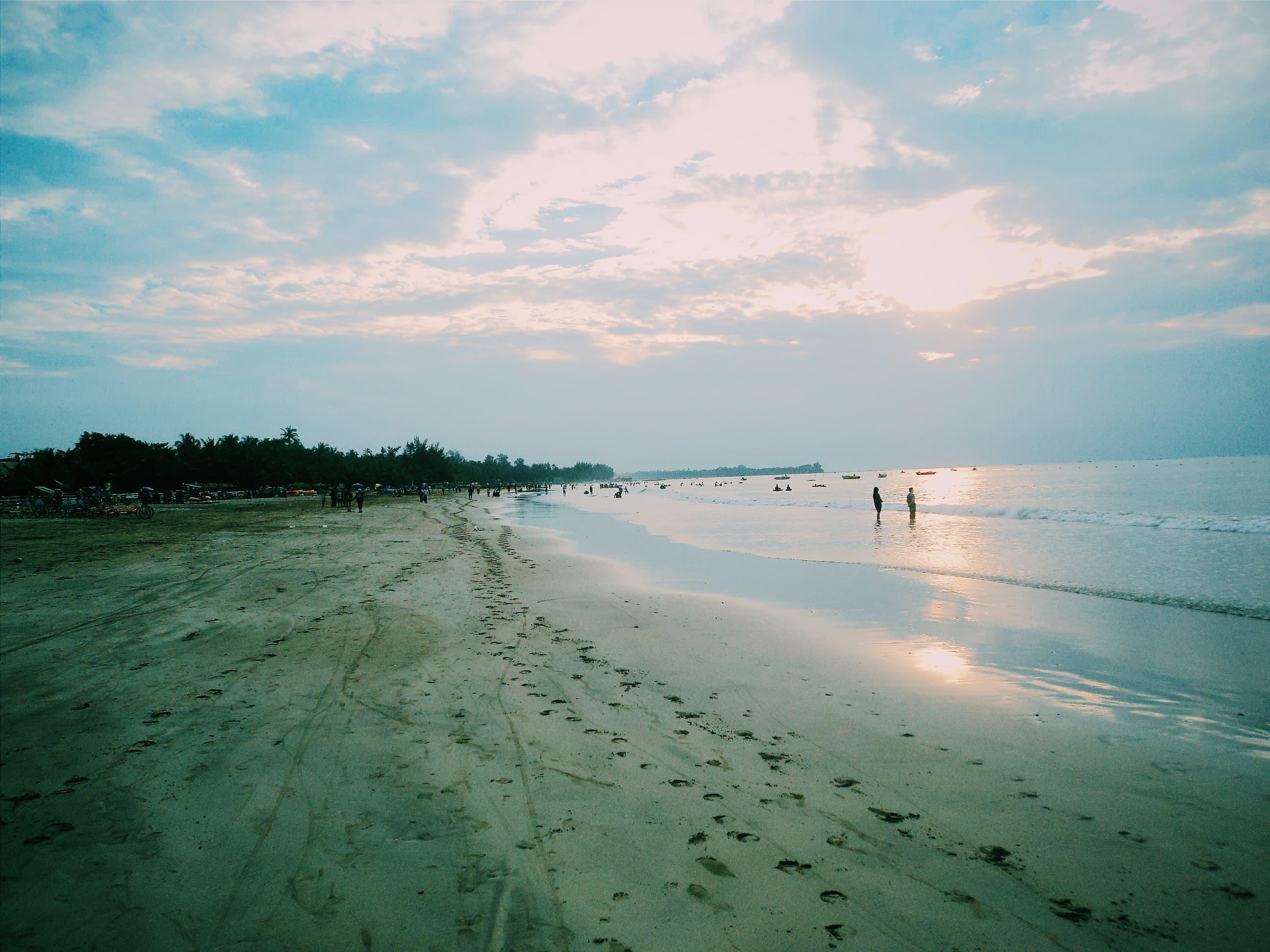 Chaungtha Beach. Travel Myanmar in a low budget