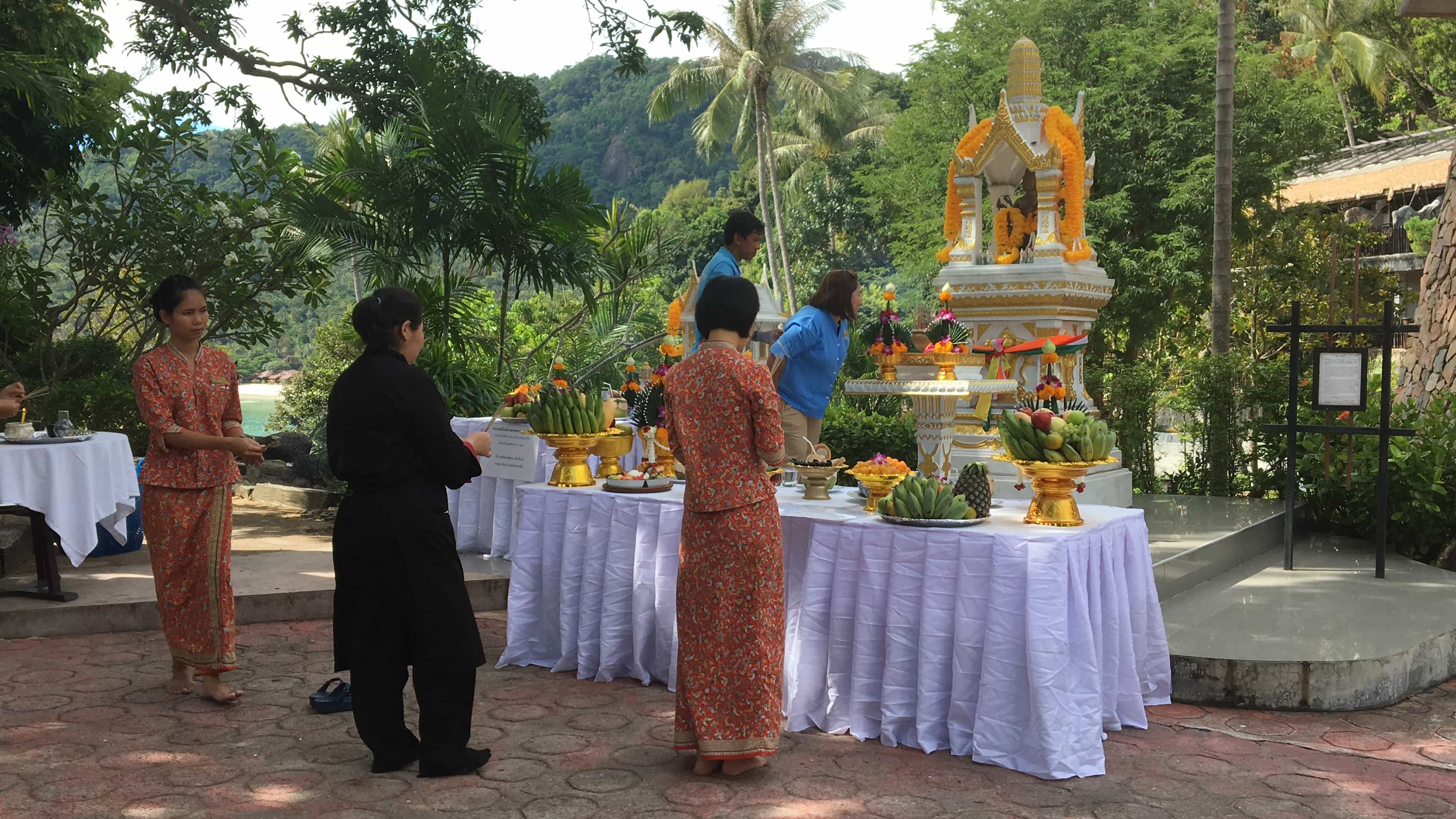 Visit Koh Phangan: religion