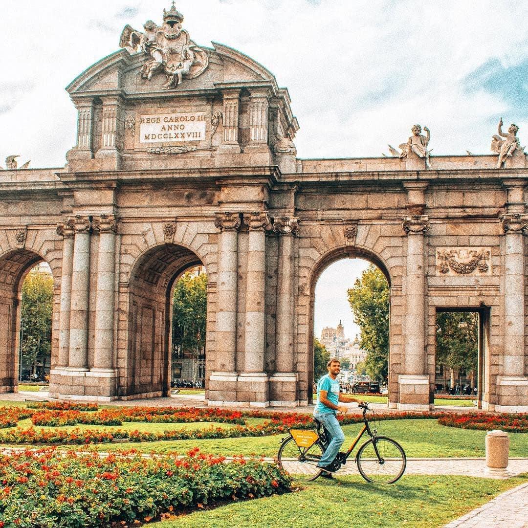 Beautiful landmarks cycling around Madrid